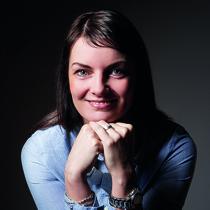 Porträt Kathleen Sauer, Rechtsanwaltsfachangestellte und Mitarbeiterin von Rechtsanwalt Sven Haak von der Kanzlei Bach Wandner Haak Erfurt