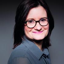 Porträt Tina Harnisch, Rechtsanwaltsfachangestellte und Mitarbeiterin Anwalt Dirk Wandner von der Kanzlei Bach Wandner Haak Erfurt